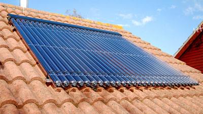 Pompe à chaleur ou panneaux solaires : que choisir ?
