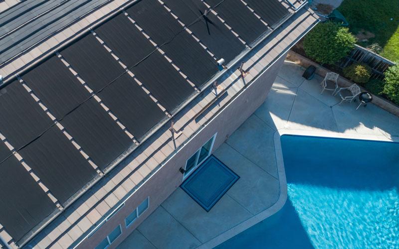 Chauffer l'eau de sa piscine avec des panneaux solaires