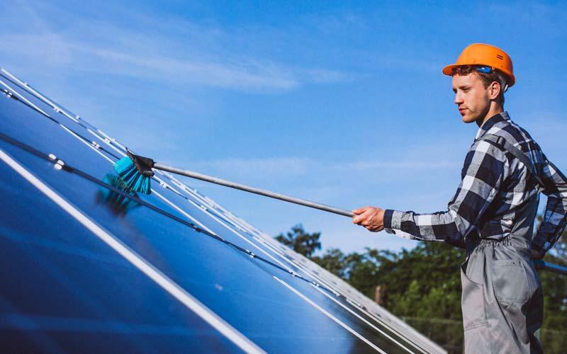 L'entretien des panneaux solaires pour allonger leur durée de vie et améliorer le rendement