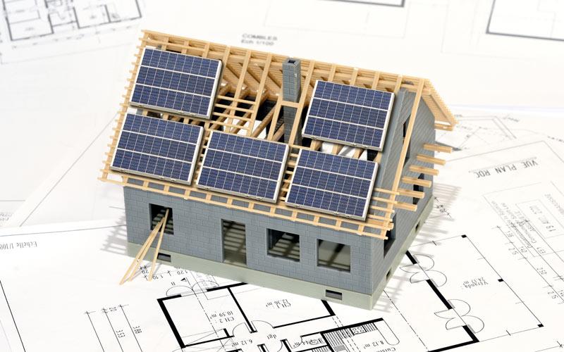 Installer des panneaux solaires sur une maison neuve